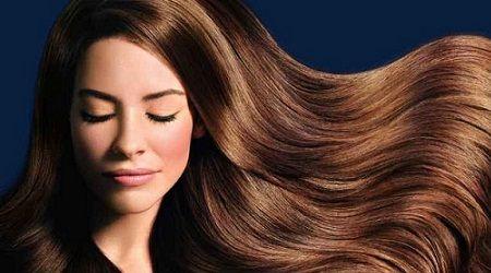 Aceite de semilla de uva  El aceite de semilla de uva es otro remedio natural para que tu cabello crezca más rápido. Sólo debes frotar el aceite de semilla de uva tibio caliente en el cuero cabelludo 1 hora antes de l hora antes de irte a dormir. Lo recomendable es hacer esto 2 o 3 veces por semana.