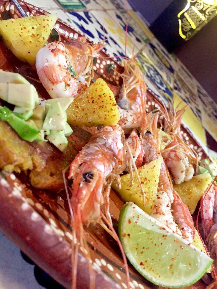 Spiedo di gamberi e ananas con sale al lime e chili