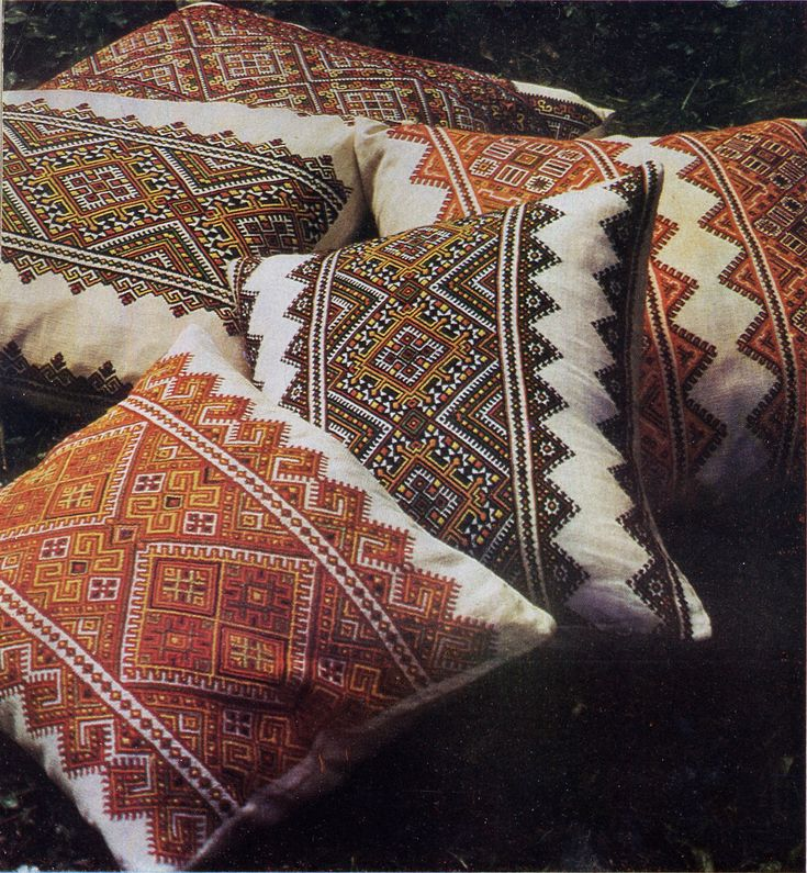 FolkCostume: Nyzynka embroidery of western Ukraine. A true Uki has embroidered pillows!