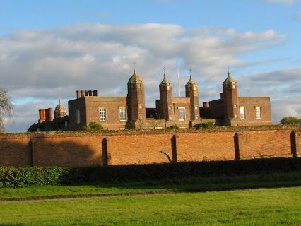 May Bank Holiday is just days away - fingers crossed that this great weather continues as there's lots on in Suffolk, including Festivals, Fetes & Shows, and #Leestock at Melford Hall in Long Melford of course! http://www.suffolktouristguide.com/May-Bank-Holiday-Events-in-Suffolk.asp