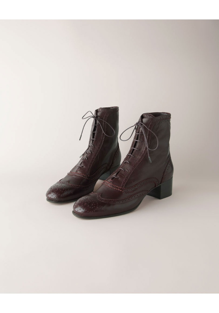 laced chelsea boots