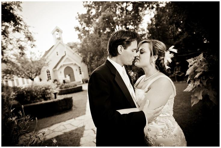 Toronto Wedding Photography - Kleinburg - Doctor's House - www.swiegotstudios.com