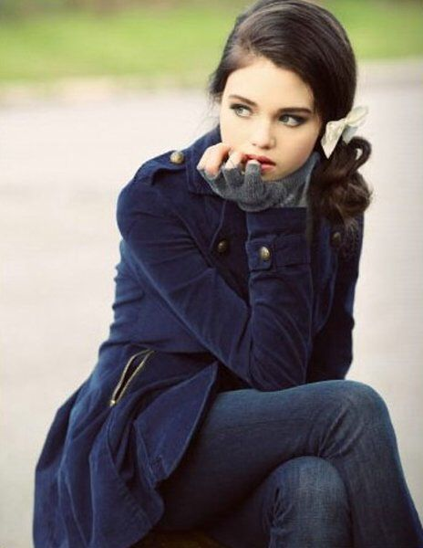 India Eisley. Loose the bow