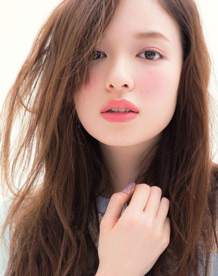 今なりたい顔No. 1に選ばれた森絵梨佳ちゃん。その透明感のある美形の顔には男性もしかり女性も惹かれますよね。今回はそんな森絵里香ちゃんの美人でかわいい画像を集めました!
