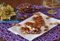 Il croccante alle mandorle è uno dei dolci tipici da preparare nel periodo delle festività natalizie la cui preparazione è abbastanza semplice.