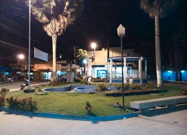 Brasil. PE, Goiana. Praça João Pessoa. Ago2014-noite. Foto: Kelly Regine.