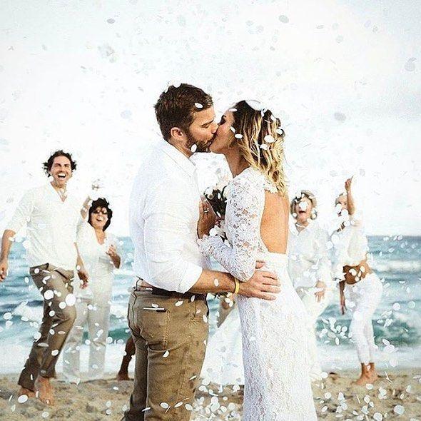 This wedding shot captured my heart. #love #fun #laughter #whitewedding #beachwedding #nowbooking2017weddings #nowbooking2018weddings #callme #needhelp #icanhelp #weddingideas #weddingtips #weddingplanner #instagram #instaglam #regram #huffpostgram #lovemyjob #judecelebrant