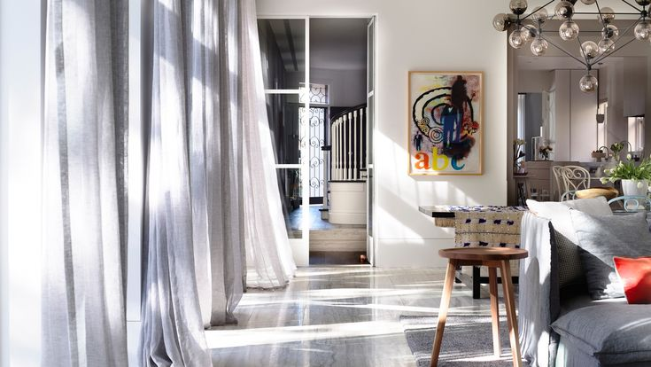 A great contemporary residence in Melbourne has caught our eye. Of course when we found out that Kerry Phelan Design Office was its creator, we paid even closer attention.