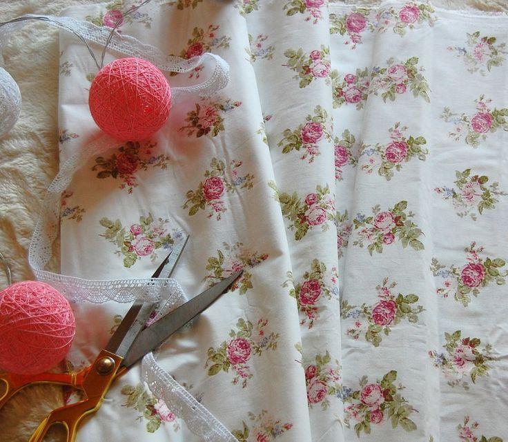 Tkanina bukiety różyczek na białym  Fabric roses bouquet on white tilda, patchwork