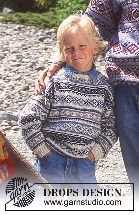 Gebreide DROPS Kindertrui of vest met ingebreide motieven in verschillende kleurstellingen van Karisma. Maat 2 – 12 jaar. Gratis patronen van DROPS Design.