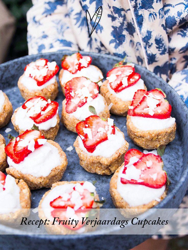 Ik (Tessa) was afgelopen week jarig! En wie jarig is trakteert. Daarom maakte ik deze heerlijke Fruity Cupcakes! Het recept vind je op onze blog.