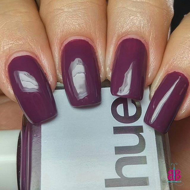 Hola! Today I have the second swatch of @squarehue July's month Dance Collection, Marinera. This lovely plum creme is called Norteña. I think my favorite in this box. I'm very impressed with #squarehue cream formulas. They're almost one coaters. Shown are two coats plus @glistenandglow1  HK Girl Top Coat. 😊  #notd #nailstagram #sonailicious #indiepolish #indieswatch #Norteña #nailitdaily #Peru #marineradance #PeruvianDance