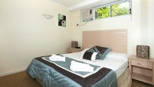 On The Beach - Queen Bed - Beachfront Holiday Apartments Trinity Beach