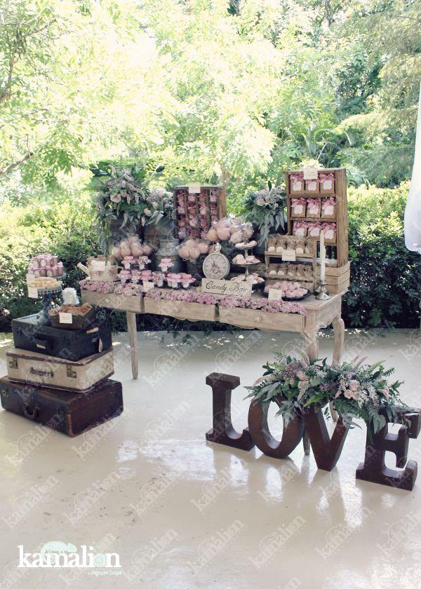 www.kamalion.com.mx - Candy Bar / Decoración / Vintage / Boda / Pink / Wedding / Dulces / Macarons / Rosa / Dulces / Lecheros / Rústico / LOVE / Maletas / Palo de rosa.
