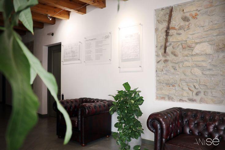 Spazio espositivo dedicato all'#arte contemporanea. Anisé - Centro di Psicologia Clinica di #Bergamo.  #art #artgallery #anisearte #aniseartgallery #anisebergamo