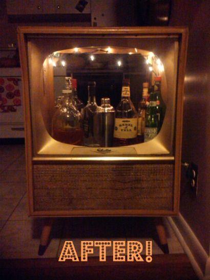 Turn a vintage tv set into a bar!