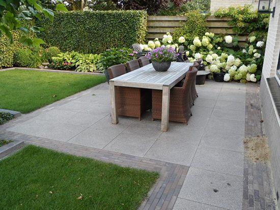 Wilt u ook graag nieuw straatwerk in of rondom uw tuin j tukkers bestratingen zorgt ervoor dat for Tuin decoratie met stenen