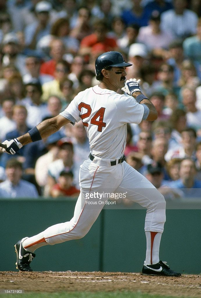 News Photo : Dwight Evans of the Boston Reds Sox bats during...
