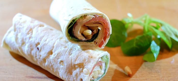 Deze snelle wraps met parmaham, mozzarella en tomaat zijn lekker als lunch of avondeten, eventueel met een frisse salade. Hier vind je het snelle recept.