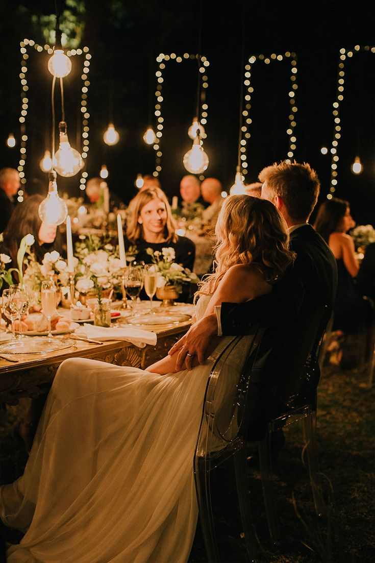 Romantic Evening Photo Ideas At The Wedding Reception Of The Couple