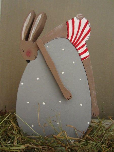 kleiner Hase auf Ei von schönes aus Holz - made by me auf DaWanda.com