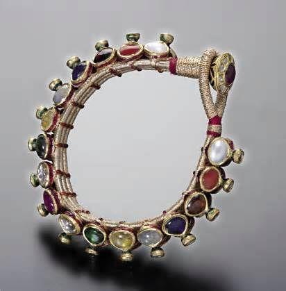 A classic navratna piece from Amrapali