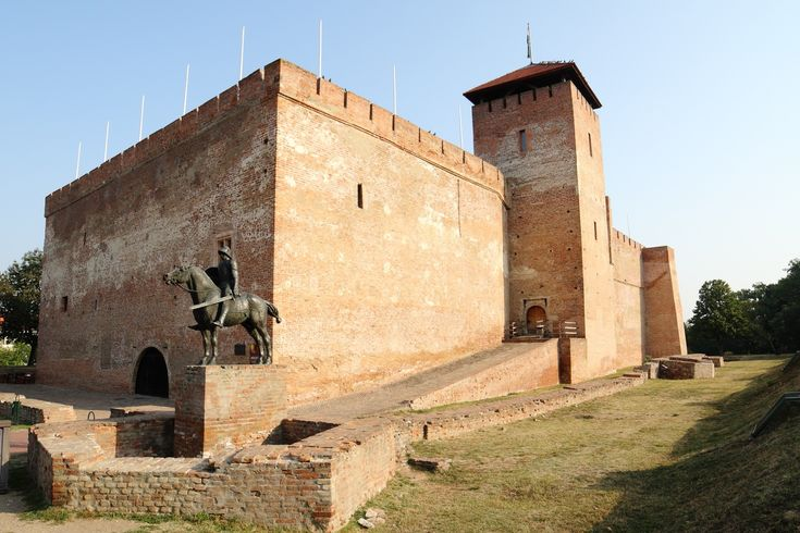 Construction of Gyula Castle began in 14th century but finished only in mid-16th.Property of Maróthy family & later John Corvinus,illegitimate son of Matthias Corvinus.Turks conquered Gyula in 1566 & remained & part of Ottoman Empire until 1694,when Christian troops liberated area.Due to the wars,native Hungarian population fled from Gyula & Békés County which became nearly uninhabited until János Harruckern invited German,Hungarian & Romanian settlers,who re-established town in early 18thC.