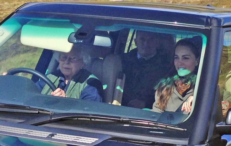 The Queen driving Range Rover with Kate Middleton to picnic at Balmoral   Metro News