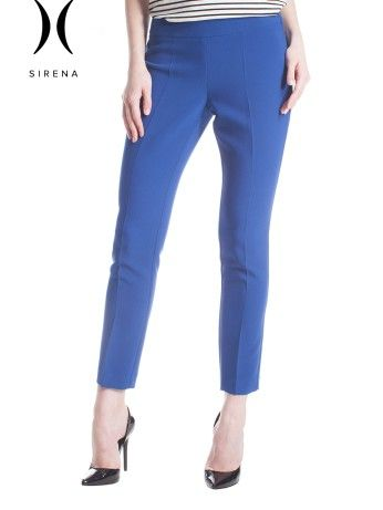 Pantaloni a sigaretta da abbinare con scarpe stringate o tacchi. Perfetti con cardigan lunghi . Sigarette pants to be matched with oxford shoes or heels. Perfect with long cardigans.