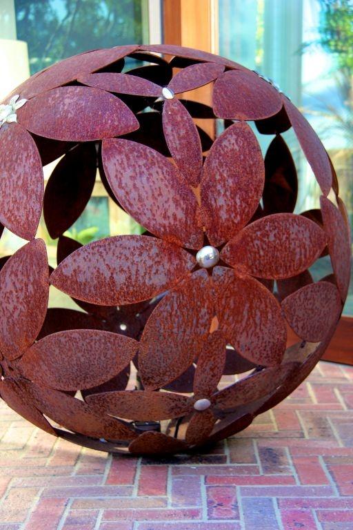 Garden Sculpture / Ariane Prevost