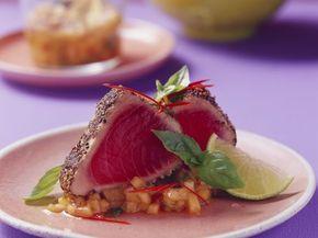 Thunfischsteak in Pfeffermantel mit Melonensalsa ist ein Rezept mit frischen Zutaten aus der Kategorie Meerwasserfisch. Probieren Sie dieses und weitere Rezepte von EAT SMARTER!