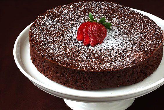 Maak dit heerlijke gluten-vrije chocolade taartje, geen bloem en geen extra suiker nodig!
