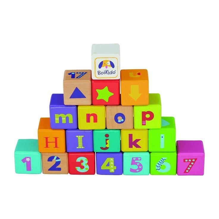 Imparare l'alfabeto e i numeri giocando con le costruzioni. Un gioco che il bambino apprezza sempre.