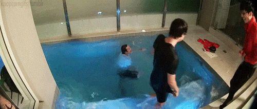 Running Man ep 188: Yoo Jae Suk kicking Lee Kwang Soo into the pool. Episode with Bi Rain in Australia.