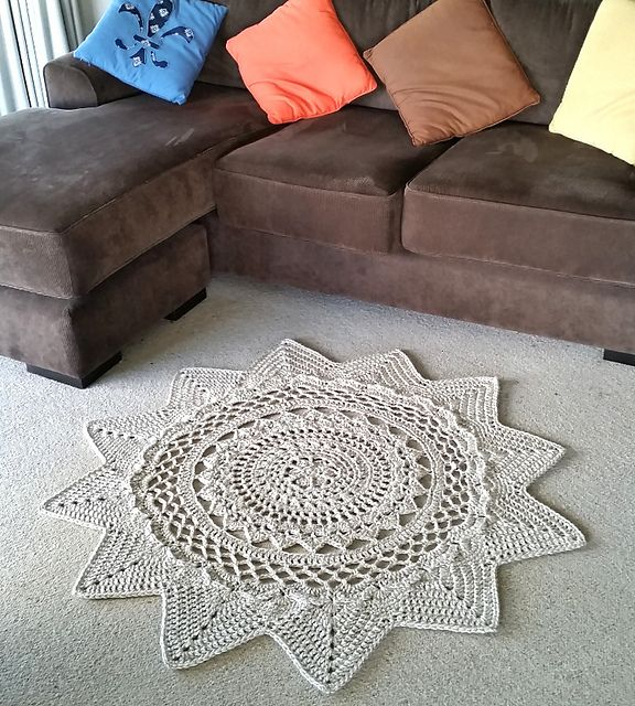 Simply gorgeous! Make this stunning statement rug with Lion Brand Heartland…