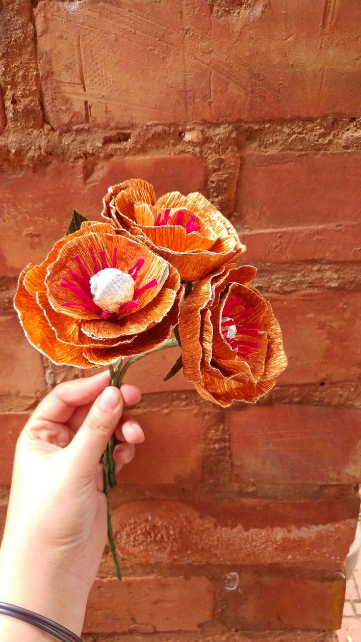 Some golden crepe paper flowers We just love playing around with colors #crepepapersa #crepepaper #crepepaperflowers