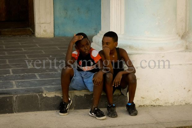 2-boys-sitting-on-step-havana-cuba