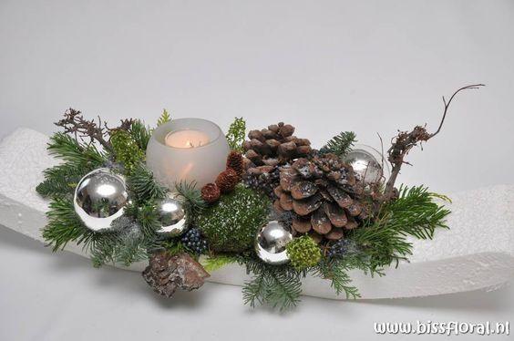 Awangardowe stroiki na stół, które Cię zachwycą [ŚWIĄTECZNA GALERIA]