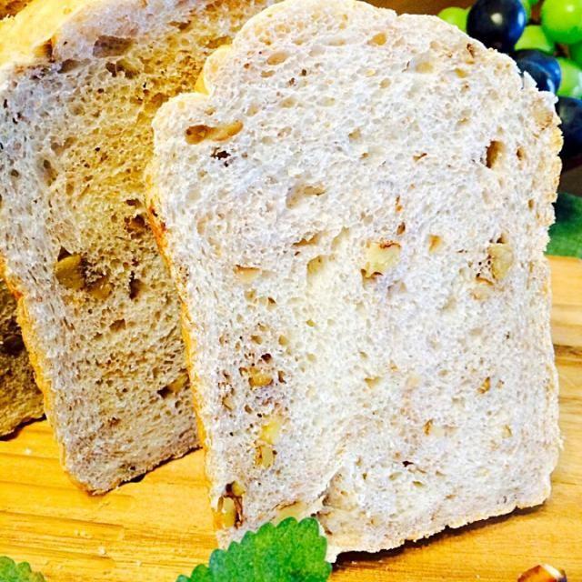 HB任せで、たまには秋っぽいパン - 116件のもぐもぐ - 栗と胡桃の全粒粉入りパン・ド・ミ by Noriko