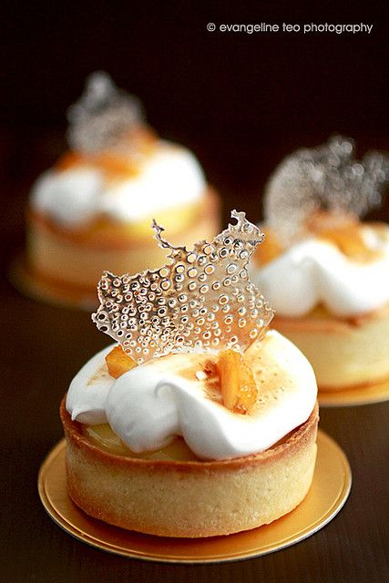 Immensely chic, deeply delicious Tarte au Citron #plating #presentation