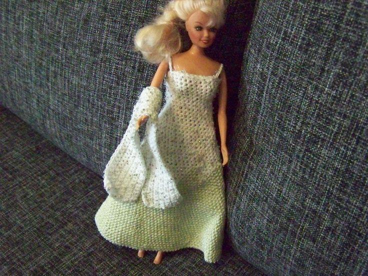 heklet barbiekjole og sjal