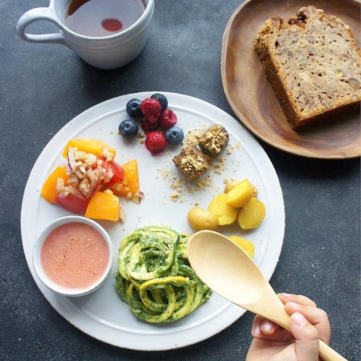 #oneplate #foodstagram #instafood #breakfast #dietfood #salad #朝食 #朝ごはん #ワンプレート #vegan #vegetable #vegepasta #glutenfree パウンドケーキはパパが買ってきてくれたものです#夏野菜 #モロヘイヤのジェノベーゼソース #ズッキーニパスタ #トマトサラダ #ポテト #生チョコ #フルーツ #ピンクのガスパチョ #野菜パスタ にすると子供達沢山食べてくれます #管理栄養士