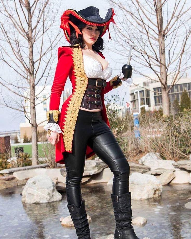 Captain Hook [as a female] (Gender Bender / Cosplay by MegaWattCosplay @Facebook) #PeterPan