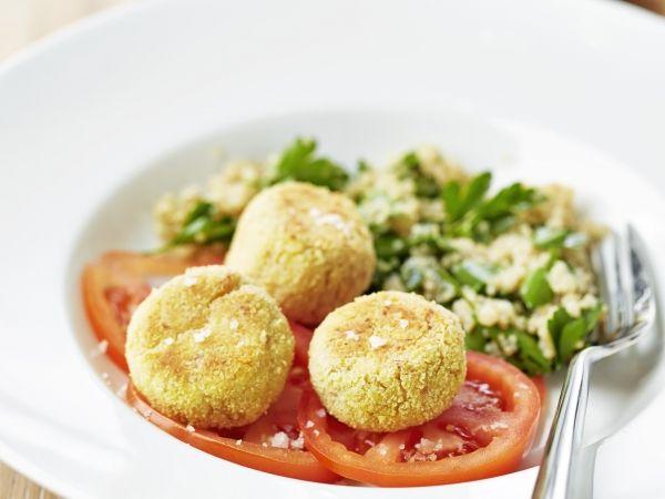 Balletjes van tonijn en ricotta, carpaccio van tomaat, quinoa met peterselie - Libelle Lekker!