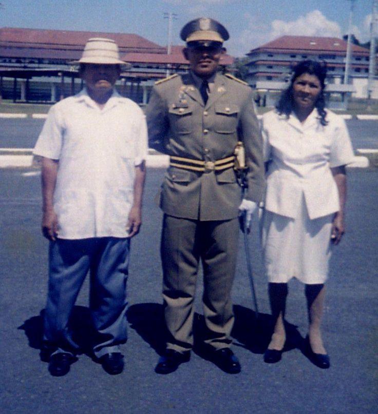 MI PADRE TEOFILO MENDEZ Y MI MADRE CALIXTA GONZALEZ EN MI GRADUCIÒN DE SUBTENIENTE DE LA POLICIA NACIONAL DE PANAMA