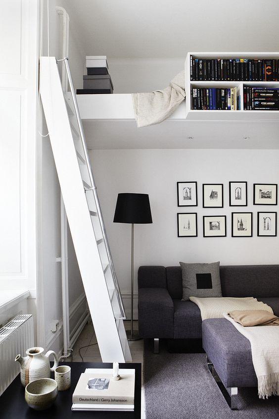 loftsäng med bokhylla som passar både barn och vuxna.