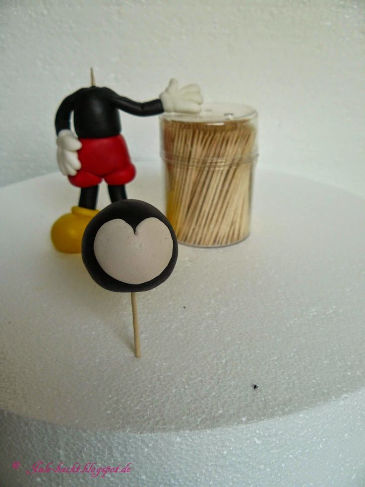 Jule backt...: Tutorial: Caketopper Mickey Mouse - Teil 1