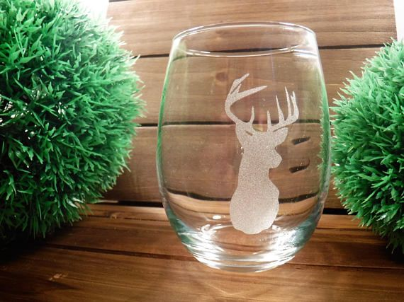 Our custom sand blasted wine glasses is a special gift for those who love wine and deer. Or maybe someone who loves hunting and you just dont know what to get that unique person. A heartfelt gift for any birthday, ladies night out, new house gift or for your favorite Mama. I