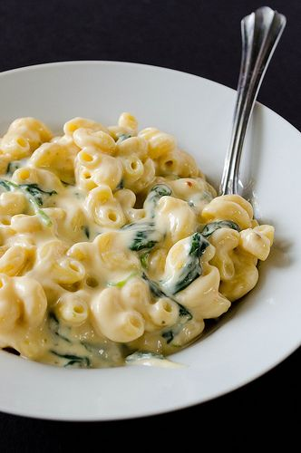 Greek yogurt and spinach mac and cheese