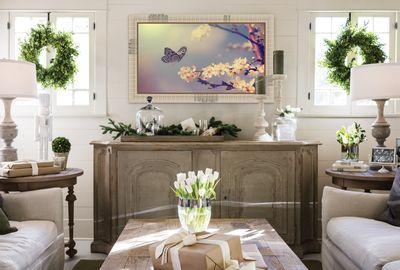 Esprit Campagne chic pour cacher la télévision avec le concept de cadre TV DressmyTV. ///////////   Counstryside style to hide a flat screen TV with dressmyTV www.dressmytv.com